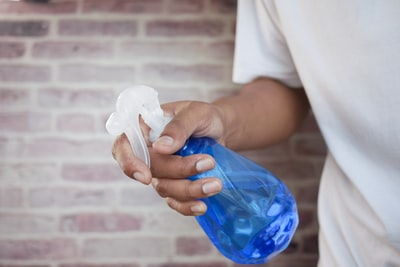 How to use WD-40 disinfecting cloths for disinfecting the kitchen and bathroom
